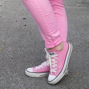 Converse unisex shoes.